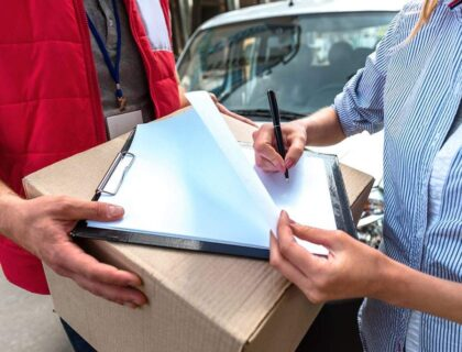 Benefits of Outsourcing Lab Logistics